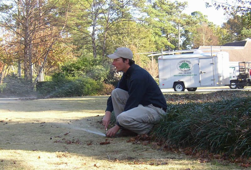 /Images/GOLANDSCAPESUNLIMITED/images/PhotoGallery/Maintenance/Irrigationheadadjust.jpg