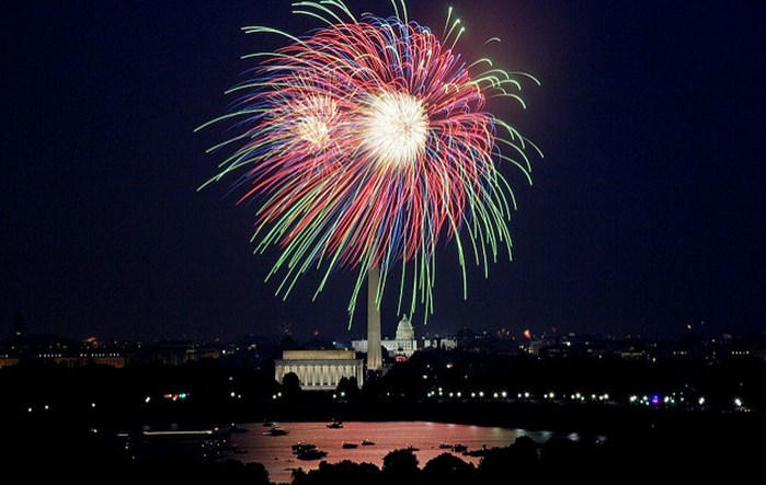 July 4th fireworks, Washington, D.C. (LOC)  2007; Highsmith, Carol M., photographer