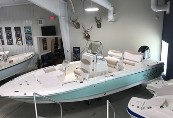2020 Robalo 226 Cayman Seafoam (ON ORDER) Boat