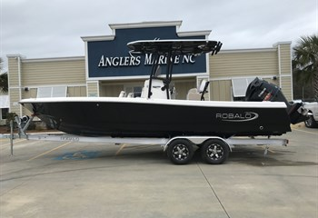 2021 Robalo 246 Cayman Black  Boat
