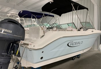 2020 Robalo R207 Ice Blue/White #E0140 Boat
