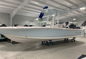 2021 Robalo 246 Cayman Ice Blue/White  Boat