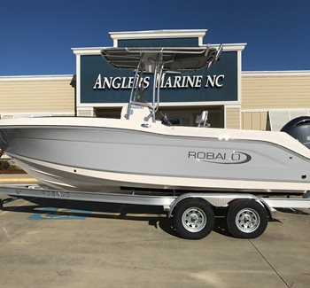 2019 Robalo R200 New Boat